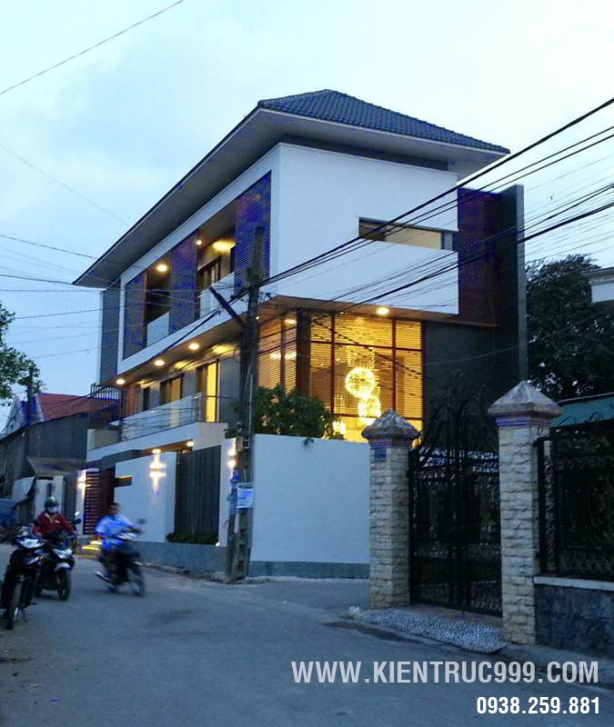 Nhà phố 2 mặt tiền cao 3 tầng có sân vườn đẹp ở Biên Hòa.1